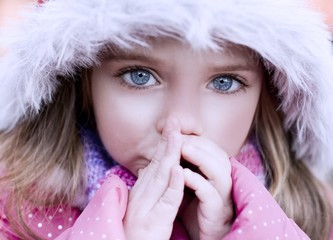 Beautiful blue-eyed girl who warms frozen hands