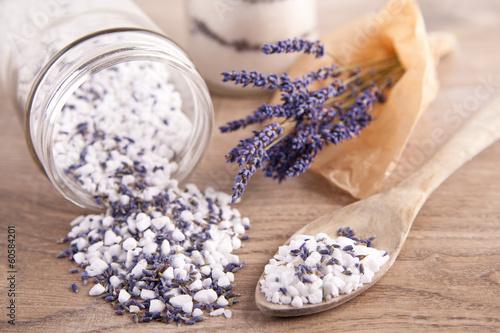 canvas print picture Badesalz mit Lavendelblüten