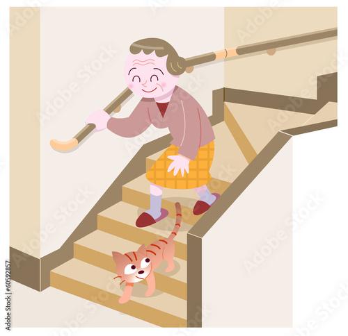 階段を下りるお婆さん