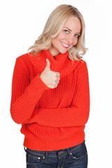 Blonde Frau zeigt mit Daumen  nach oben