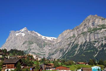 Schreckhorn und Chrinnenhorn oberhalb von Grindelwald