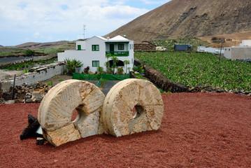 Lanzarote, Guatiza, millstones