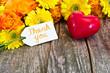 Blumenstrauß, Herz, Anhänger auf Holz, Thank you