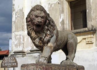 Statue vor der Kathedrale von Leon, Nicaragua, Zentralamerika