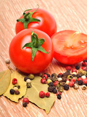 Cherry tomatoes with black pepper and bayleaf