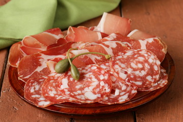 sliced dried sausage meat (ham, prosciutto, salami)