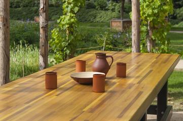 Tisch im Grünen