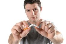 Człowiek zerwania reprezentujący rzucić palenie papierosów