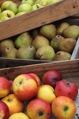 apples and pears in wooden crates