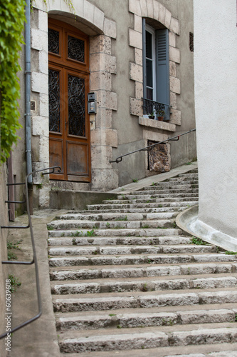 malownicza-ulica-w-blois-starym-miasteczku-dolina-loary-francja