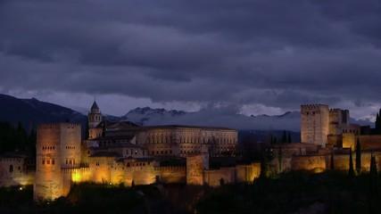 alhambra con cielo de tormenta