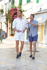 Männer gemeinsam im Urlaub in Griechenland