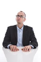 Manager oder Geschäftsmann isoliert und nachdenklich
