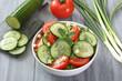 insalata di cetriolo pomodoro e cipolla