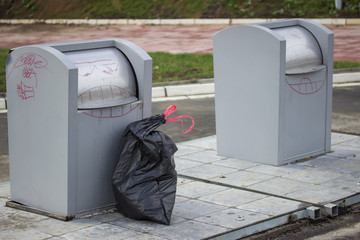 Underground garbage container and bag