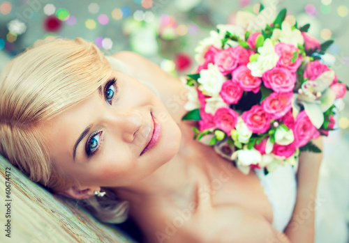 canvas print picture Beautiful blonde bride with a bouquet of flowers