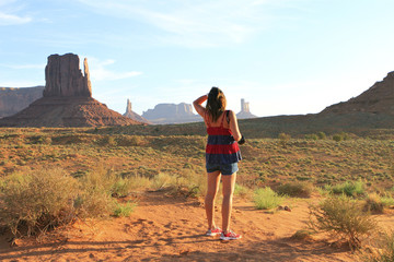 femme à monument Valley, Arizona