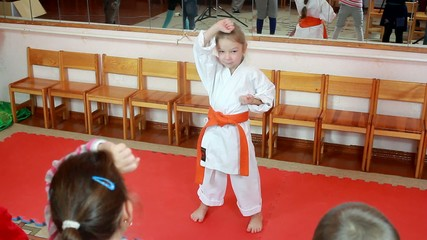 Hand block the athlete are the training before the children