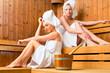 Freundinnen im Wellness Spa bei Sauna Aufguss