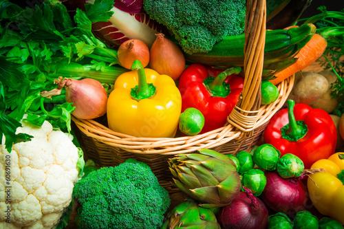 Canvas Groenten mix of season vegetables in wicker basket