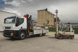 fork lift load withe camion