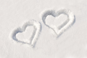 Deux coeurs dans la neige