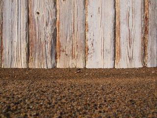 Sabbia con recinto sullo sfondo