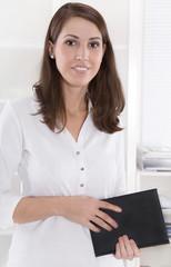 Natürliche junge Business Frau im Portrait