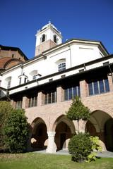 Vista del Duomo di Novara dalla Canonica