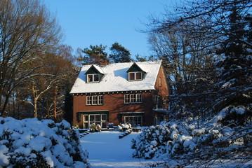 villa in de sneeuw