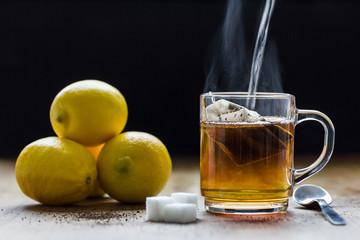 Schwarztee mit Zitrone