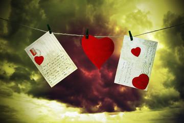 Lettere e cuore di cartone appesi ad un filo