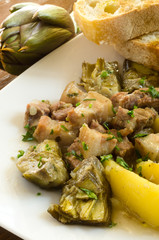 Stufato di maiale, carciofi e patate, cucina sarda