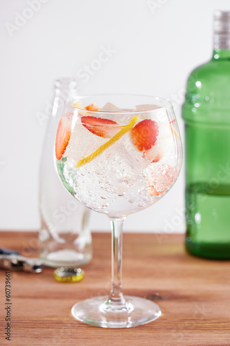 Strawberry gintonic on balon glass