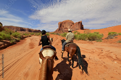 Fotobehang Paardrijden randonnée à cheval à Monument Valley, Arizona