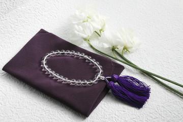 白い花と数珠と袱紗