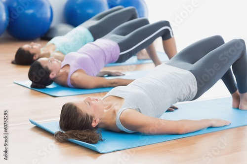 Leinwanddruck Bild Fit class exercising at fitness studio