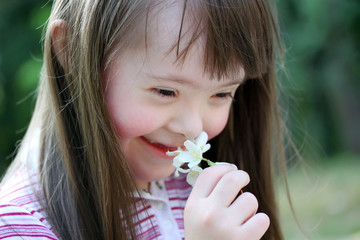 Portrait of beautiful young girl with flowers