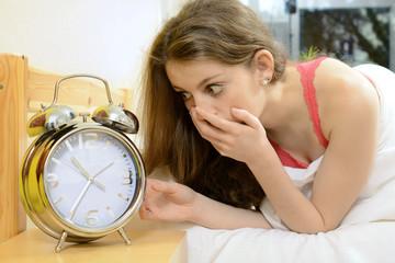 Teenager verschläft trotz Wecker
