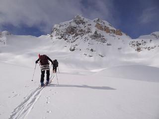 Skieurs dans le Val de Rhêmes (Alpes)