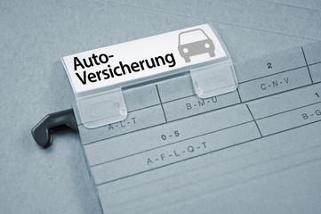 Ordner mit Autoversicherung