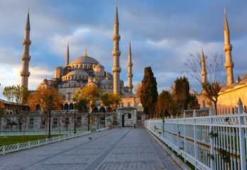 Blue Mosque, Istambul into sunrise lights