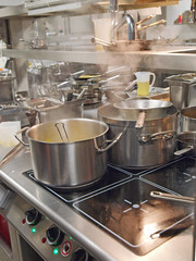 kochende töpfe