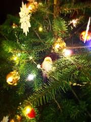 Sapin de Noël lumineux et décoré