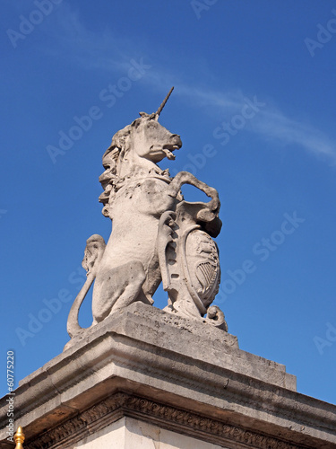 unicorn sculpture at Buckingham Palace