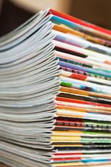 Stapel mit Zeitschriften