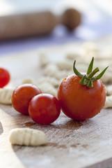 pomodori freschi e gnocchi fatta in casa