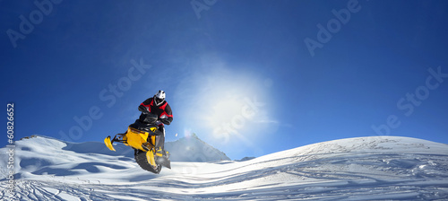 Foto op Canvas Wintersporten snowmobile