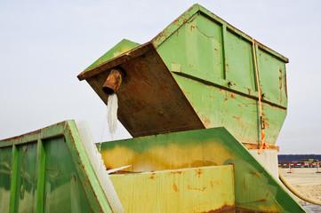 Zwei Container auf Baustelle