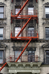 Feuertreppe an Hauswand, New York